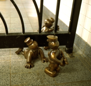 tom otterness, new york city subway station, otterness,