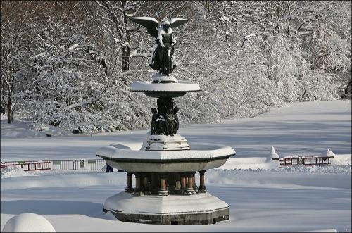 Central Park, Bethesda Fountain, blizzard Jan 2th New york city