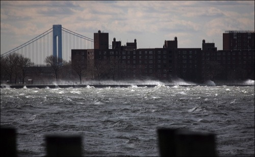 bridge in Manhattan, rough waters