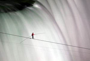 Nik Wallenda walks across Niagra Falls